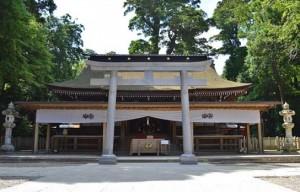 Kashima-jingu_haiden-1