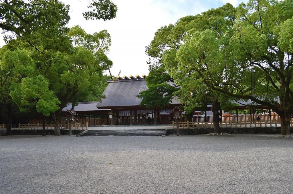 1280px-Atsuta-jinguu_keidai