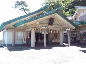 1280px-Futamiokitama_jinja_Haiden