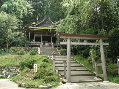 1280px-Konbu_Shrine,_Yoshino02