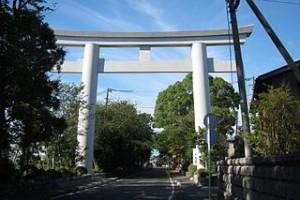 320px-寒川神社_大鳥居