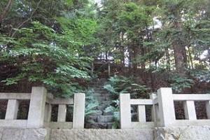 320px-寒川神社_神嶽山