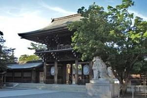 320px-寒川神社_神門