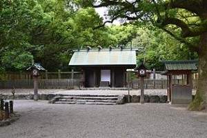 320px-Hakkenguu_(Atsuta-jinguu)
