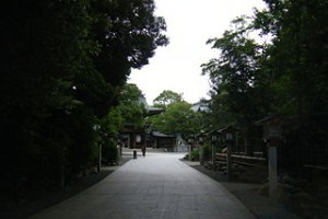 320px-Samukawa_Shrine_gateway
