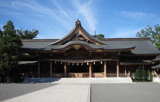 640px-寒川神社_拝殿