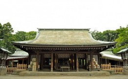 Front_shrine_of_the_Hikawa_shrine
